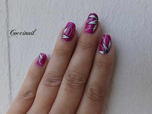 Nail art fleurs pointues