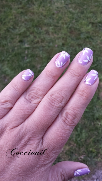 Nail art Fleurs pointues
